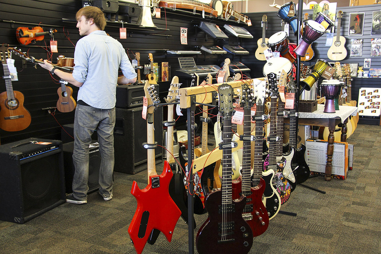 Find the Perfect Guitar at Bookmans Phoenix...